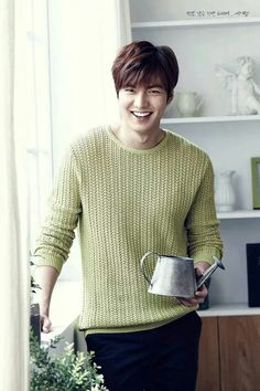 A sweet smile of Lee Min Ho as the ambassador for Kyochon Chicken Korean Star, Korean Men, Asian Men, Jung So Min, Park Shin Hye, City Hunter, Asian Actors, Korean Actors, Lee Min Ho Smile