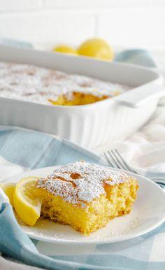 Lemon Poke Cake (Boxed Cake Mix Recipe) - Mama Needs Cake Cake Mix Recipes, Cupcake Recipes, Cupcake Cakes, Cupcakes, Dessert Recipes, Pavlova, Easy Desserts, Delicious Desserts, Mousse