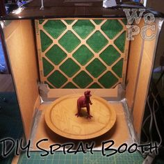 With Our Powers Combined: DIY Cardboard Spray Booth (spray paint crafts brushes) Diy Paint Booth, Spray Paint Booth, Air Brush Painting, Diy Painting, Spray Paint Crafts, Airbrush Spray Booth, Diy Karton, Diy Cardboard, Painted Boxes