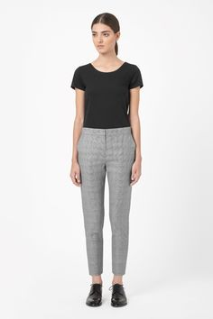 A cropped style, these tailored trousers are made from extra-fine wool with an all-over houndstooth design. Designed to sit on the hips, they are a slim-fit that taper towards the ankle and have slanted front pockets and a hidden zip fly fastening.