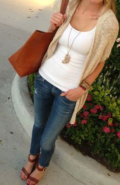 25 Best Smart Casual Outfit Inspiration For Ladies - Which pair of jeans goes best with this top? Which pair of shoes would match my hand bag? Here are 25 Best Smart Casual Outfit Inspiration For Ladies Style Casual, Casual Outfits, Cute Outfits, Casual Fall, Work Outfits, Casual Summer Outfits For Work, Smart Casual Outfit Summer, Early Spring Outfits, Capri Outfits
