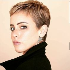 There Is Something Special About Women With Short Hair Styles - Korte Kapsels frisuren frauen frisuren männer hair hair styles hair women Very Short Haircuts, Short Hairstyles For Women, Pixie Hairstyles, Hairstyle Short, Super Short Hair, Short Hair Cuts, Pixie Cuts, Dyed Pixie Cut, Short Blonde
