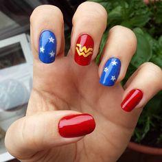 Simple wonder woman nail art nail art in 2019 маникюр Nail Polish Designs, Nail Art Designs, Nails Design, Red Nails, Hair And Nails, Cute Nails, Pretty Nails, Wonder Woman Nails, Superhero Nails