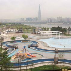 2017-04-17 월요일 물결이 일렁이는게 무척 예쁘네.. 비가 올듯말듯 하늘이 유혹하는군.. 구름빵의 글처럼 오늘은 즐거운 일이 있을것 같군.. 해피 월요일 #한강 #출근길 Han River, Mansions, House Styles, Outdoor Decor, Seoul, Home Decor, Decoration Home, Room Decor, Villas