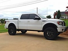 4 and 6 inch lift kit - Ford Forum - Community of Ford Truck Fans Ford F150 Custom, Ford F150 Fx4, F150 Lifted, Lifted Trucks, Big Trucks, Ford Pickup Trucks, Ford 4x4, Chevy Trucks, Black Ford F150