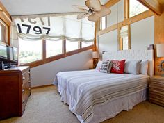 CREEKSIDE CAPTAINS RETREAT: This is the master bedroom of this uniquely designed and styled home. #vacationontybee