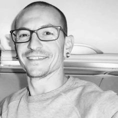 Beautiful Legend Chester Bennington ❤🤘 Your voice will always be home💙🎤🤘 Chester Bennington, Charles Bennington, Chester Rip, Linkin Park Chester, Miss U So Much, Mike Shinoda, Beautiful Soul, I Fall In Love, Music Bands