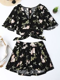 GET $50 NOW | Join Zaful: Get YOUR $50 NOW!http://m.zaful.com/bowknot-floral-cropped-top-and-elastic-waist-shorts-p_279938.html?seid=3063986zf279938