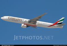 Photo of A6-ENP Boeing 777-31HER by Dennis Schramm