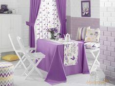 Правильно подобранная скатерть на стол создает уют и приятную атмофсеру на кухне или столовой, придает оригинальность сервировке стола. Белая мебель отлично гармонирует с текстильным комплектом фиолетового цвета. White furniture.