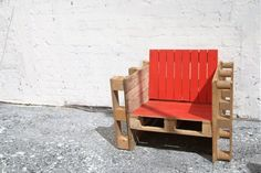 Butaca hecha con pallets desechados * Sofa made from discarted wood pallets *