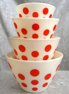 "Fire-King ""Red Dots"" Balcony – home accessories Vintage Bowls, Vintage Kitchenware, Vintage Dishes, Vintage Glassware, Retro Vintage, Vintage Pyrex, Antique Dishes, Red And White Kitchen, Red Kitchen"