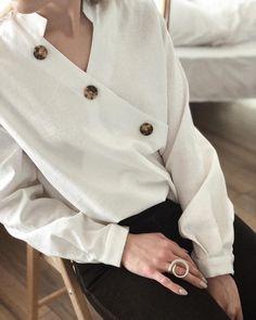 Доброе утро!☕️  •Рубашка с запахом   Состав: 50% хлопок, 50% лён   4200₽  Артикул для поиска на сайте: #32004  •Кольцо из латуни с посеребрением  2000₽