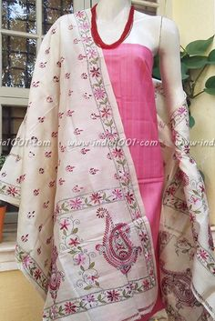 Silk Dupatta with kantha work & Silk cotton Kurta Fabric Hand Embroidery Dress, Embroidery Suits, Hand Quilting Patterns, Fabric Patterns, Kutch Work Saree, Kantha Work Sarees, Kurta Designs, Blouse Designs, Hand Work Design
