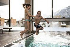 #Erlebnisse im #Wellnessbereich vom Hotel Sonnhof. Während die Eltern im #Saunabereich mit #Whirlpool und #Dampfbad entspannen, toben die Kids im #Schwimmbad