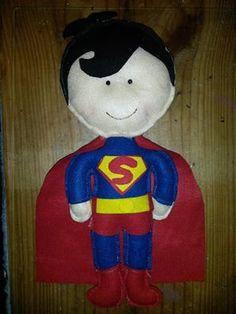 super men de feltro com 30cm
