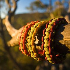 A beginner friendly infographic tutorial on how to make a survival bracelet. Now you'll always have some high strain emergency rope on hand.