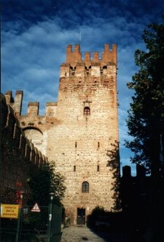 #monogramsvacation  This is a castle which used to be a hostel and where I stayed in Montagnana, such a beautiful place in Italy!!