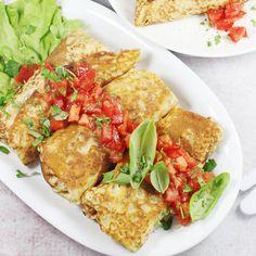 Naleśniki z kurczakiem | AniaGotuje.pl Calzone, Main Dishes, Pancakes, Curry, Tacos, Food And Drink, Cooking Recipes, Favorite Recipes, Chicken