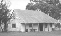 Old Colonial Cottage, Rose Cottage Abandoned Houses, Abandoned Places, Zaha Hadid, Rose Street, Australia House, Australian Architecture, Old Farm Houses, Rose Cottage, Old Photos