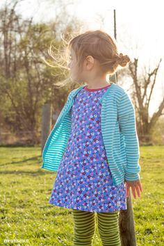 theblogbook | sewing | long shirt with short leeves, pockets and striped leggings, minikrea, lillestoff mia maigrün