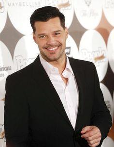 El Universal - Espectáculos - Ricky Martin firma con cadena televisiva