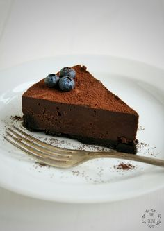 Čokoládový (nepečený) lanýžový dort – The Olive Quick Recipes, Sweet Recipes, Cooking Recipes, Sweet Desserts, Delicious Desserts, Sweets Cake, Cheesecake Recipes, Finger Foods, Baked Goods