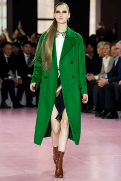Christian Dior fall-winter 2015-2016 #PFW #fashion #fashionwomancom #look #coat #green