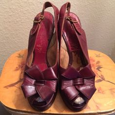 "Vintage 30s Palizzio Ox Blood Peep Toe Heels Shoes These are an amazing Peep toe platform Pumps from the 1930's true vintage. Designed by Palizzio They are very desirable Adorable 3d bow on toe. Ox Blood red leather. They are in excellent condition. No rips or stains. Leather is soft. Cute Bow on the toe. All leather with a 4"" high chunky heel which was so popular during this era when women dresses to the nines every day! Size is women's 4b I just had them cleaned and conditioned by a…"