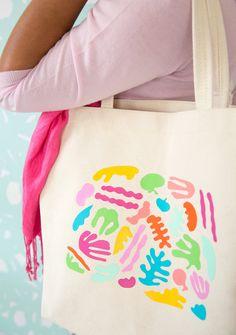 Schön fröhlichen Jutebeutel designen l Matisse Inspired Tote Bag | damask love Matisse, Easy Crafts To Sell, Diy Crafts, Construction Paper Crafts, Budget Crafts, Diy Cadeau, Diy Mode, Diy Inspiration, Vinyl Projects