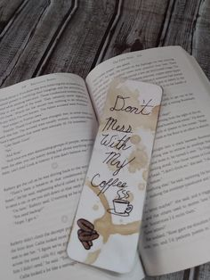 Creative Bookmarks, Cute Bookmarks, Bookmark Craft, Bookmark Ideas, Homemade Bookmarks, Watercolor Bookmarks, Lettering Tutorial, Craft Tutorials, Handmade Crafts