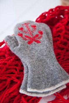 grey mittens with red design winter wear