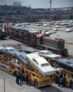 Vintage Cars Ford transport from the factory 1965 - Transport Bus, Car Carrier, Pt Cruiser, Classic Mustang, Train Car, Auto Train, Us Cars, Jet Ski, Ford Motor Company