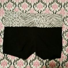Victoria's Secret PINK yoga shorts xs 87% cotton 13% elastane  Good condition does show some wear no holes / stains  Size xs Item# 310 PINK Victoria's Secret Shorts
