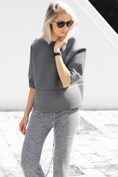 Fashion for moms is no cake walk. We've come up with some easy fashion tips you can use every day. Style help for moms is here! Knit Fashion, Sport Fashion, Fashion 2020, Fashion Models, Womens Fashion, Sporty Outfits, Fashion Outfits, Fashion Tips, Minimal Fashion