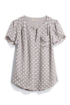 Another great polka dot blouse, don't mind that gray at all but what about a color that really POps?I like the gray with polka dots, short sleeves, flowy fit, nice for workI love this top Stitch Fix!This top would be cute with colored skinnies or c Casual Outfits, Cute Outfits, Fashion Outfits, Polka Dot Blouse, Polka Dots, Stitch Fix Outfits, Stitch Fix Stylist, Cute Tops, Blouse Designs