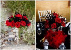 Para un centro elegante para una fiesta años 20, añade unas plumas y collares de perlas a los flores rojos / For a striking centerpiece for a 20s party, add black feathers and white pearls to the red flowers