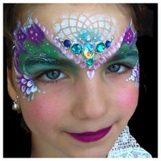 Stencil detail one stroke crown Girl Face Painting, Mask Painting, Face Painting Designs, Body Painting, Face Paintings, Mermaid Face Paint, Mermaid Makeup, Princess Face, Face Jewels