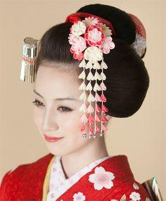 Japanese Beauty, Asian Beauty, Asian Hair Pin, Pretty Hairstyles, Wedding Hairstyles, Geisha Hair, Long Sleeve Kimono, Kimono Japan, Shibori