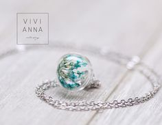 Ketten in lang, mit echter Dill Blüte in blau in einer Glas Kugel mit Kette k296 aus Silber / necklace in long with real dill flower in blue in a glas ball with silver necklace by Viviannaschmuck via DaWanda.com