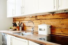 Kitchen Dining, Kitchen Cabinets, House In The Woods, Home Kitchens, Tiny House, Sweet Home, Cottage, Logs, Home Decor