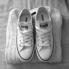 converse-cano-alto-branco-all-star ⭐ ⭐ ⭐ ⭐ ⭐ Converse All Star, Converse Shoes, Shoes Sneakers, White Converse, Shoes Without Socks, All Star Branco, Fashion Shoes, Girl Fashion, Converse Fashion