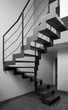 Escalier acier hélicoidal aspect industriel