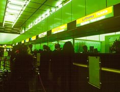 insegne luminose aeroporti Milano Linate e Milano Malpensa, biglietterie Lufthansa