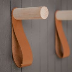 En snygg rundstav, en oljad eller vaxad läderbit, en plugg, …