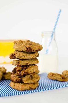 healthy chocolate chip cookies, chewy chickpea cookies recipe, low sugar, easy to make with banana and oats Healthy Chocolate Chip Cookies, Healthy Cookies, Healthy Treats, Vegan Treats, Healthy Recipes, Baby Food Recipes, Cookie Recipes, Free Recipes, Kid Recipes
