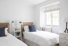 Tem um dormitório tão pequeno que acha impossível criar um espaço perto da cama para os seus pequenos objetos? Nós mostramos algumas soluções!