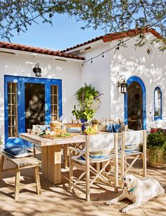 A Santa Barbara Home Gets a Gorgeous Makeover Outdoor Dining Room A Santa Barbara Home Gets a Gorgeous Makeover Outdoor Dining Room The post A Santa Barbara Home Gets a Gorgeous Makeover Outdoor Dining Room appeared first on Landhaus ideen.