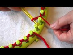 Crochet, Tricotin, Tricot - models and tutorials: How to assemble the giant knitting stitches rond chaussette Loom Knitting Projects, Loom Knitting Patterns, Knitting Stitches, Loom Crochet, Crochet Art, Crochet Hooks, Crafty Projects, Sewing Projects, Crochet Machine