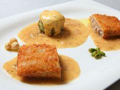 Restaurante El Churrasco:    Crujiente de penca de acelga y alcachofa gratinada rellena de boletus y foie con salsa de frutos secos.